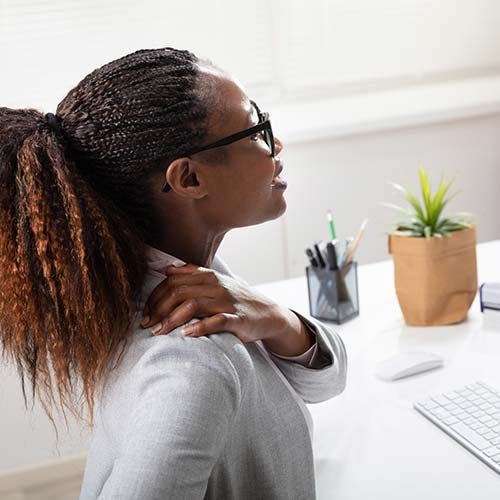 Young-business-woman-with-neck-pain.jpg